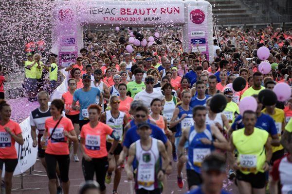 Foto LaPresse - Marco Alpozzi17 06 2017 Milano ( Italia )SportLierac Beauty Run 2017, la corsa dedicata alle donne.Nella foto: Partenza Photo LaPresse - Marco AlpozziJune 17, 2017 Milan ( Italy )sportLierac Beauty Run 2017, the race dedicated to women.in the pic: Partenza